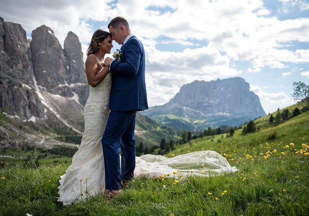 Catrina und Bobby in den Bergen Südtirols